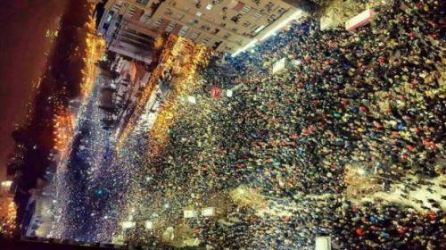 AȚI BELIT PULA , JIGODIILOR :Proteste masive urmează în jurul fortăreţei Palatului Parlamentului Proteste