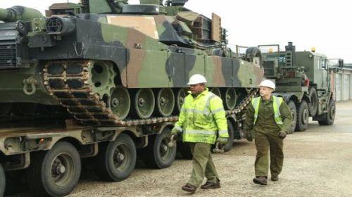 Război în Europa. Tancurile americane sunt revopsite în verde închis
