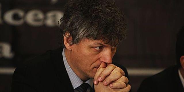 """Senator PSD despre jurnaliştii acreditaţi: """"Ciobanii ăştia!"""""""