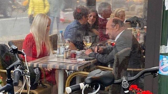Traian Băsescu vrăjeşte la Bruxelles, la terasă, cu o altă blondă