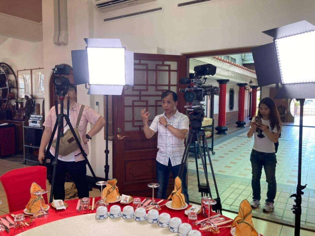 游祈盛於「廣達香」企業專訪擔任導演側拍記錄2