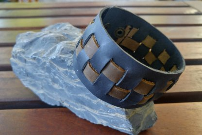 Genuine leather checker-braided cuff (black)