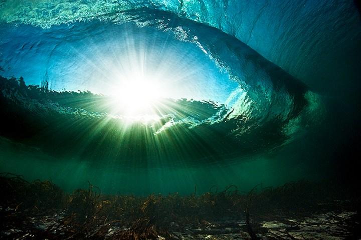 waves_ireland_underwater_rileys