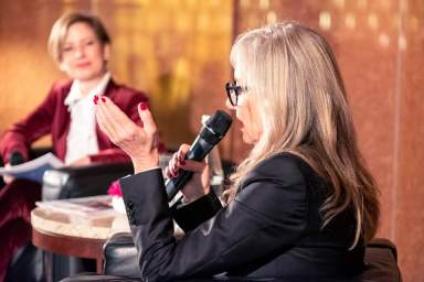 Moderatorin Isabel Florido mit Unternehmerin Bea Petri