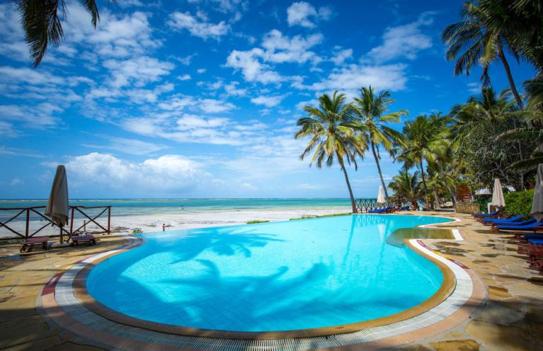Voyager Beach Resort swimming pool
