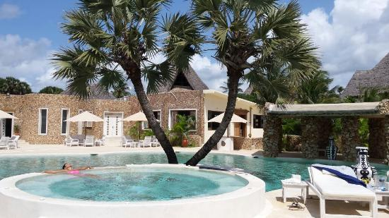 A pool with a Jacuzzi at Kola Beach Resort.