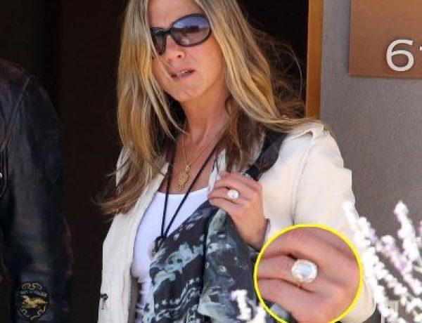Jennifer Aniston : Un cailloux peu discret !