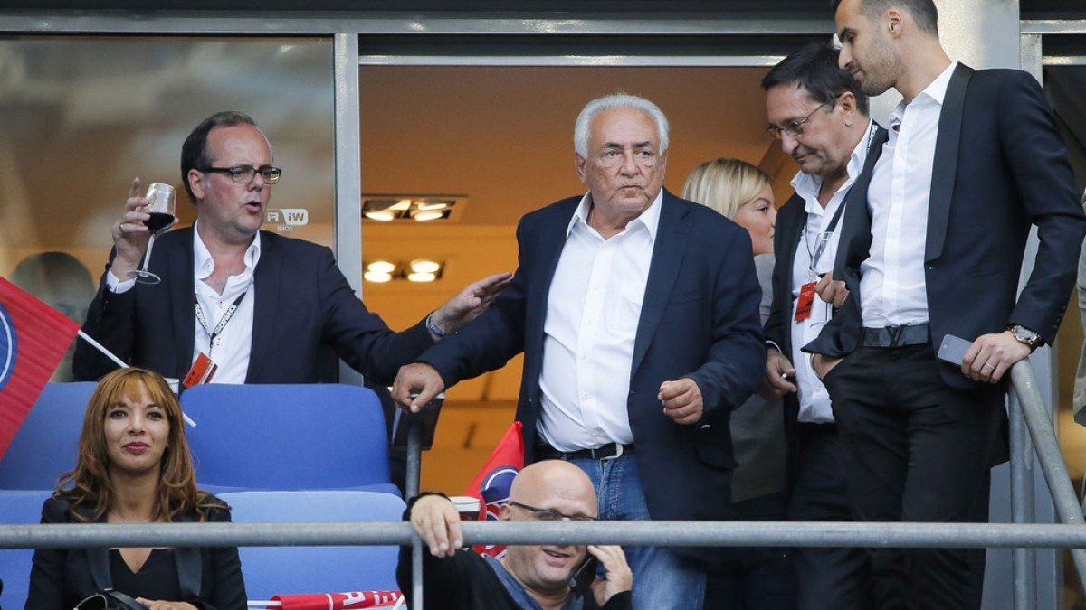 Dominique Strauss-Kahn fait le buzz avec sa braguette