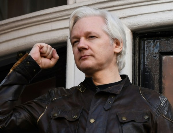 Julian Assange est un «misérable petit ver de terre», selon un ministre britannique