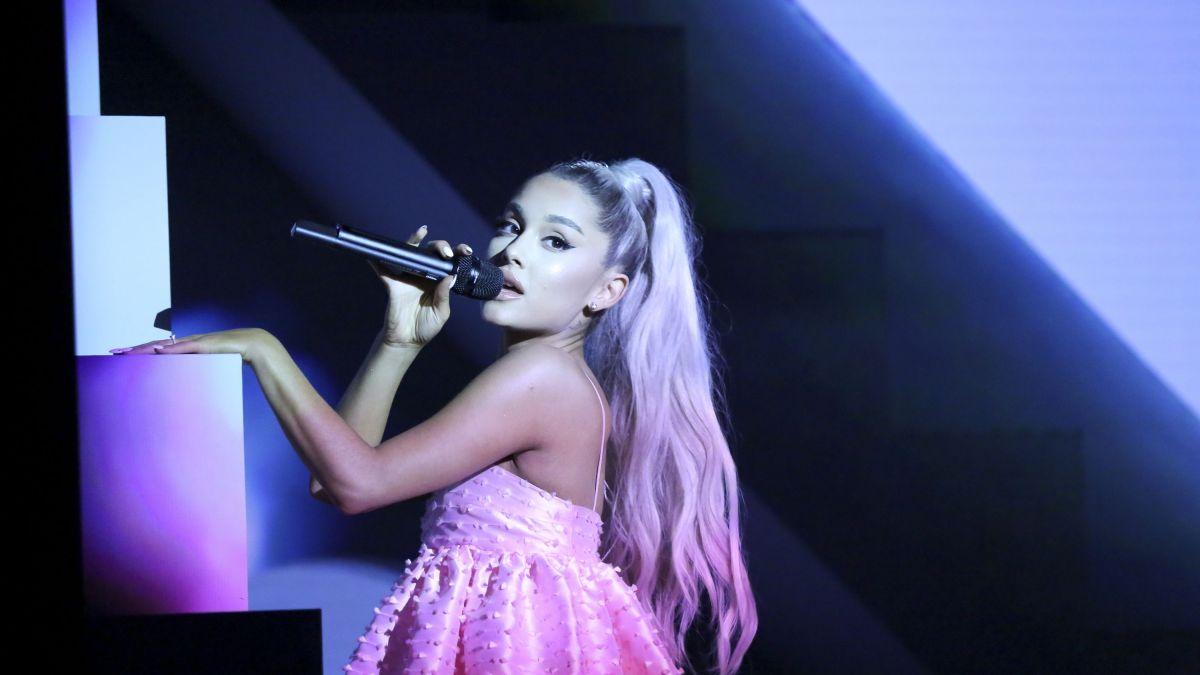 Ariana Grande émue : elle s'effondre en plein concert !