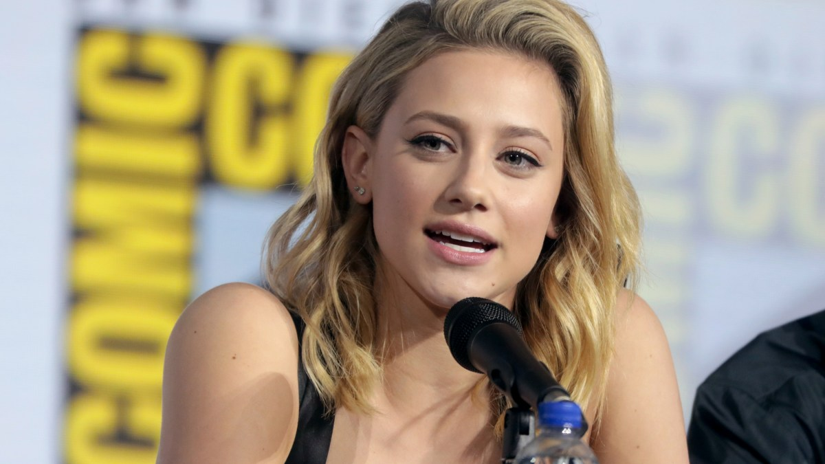 Lili Reinhart : La star de Riverdale s'emporte contre les applications de retouches