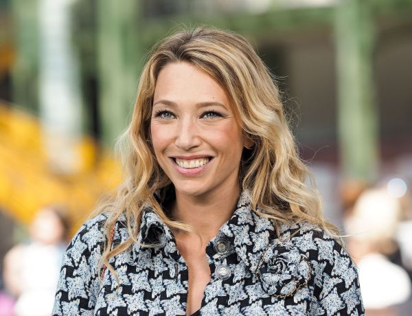 Laura Smet enceinte :  En vacances à la plage, la comédienne dévoile son ventre arrondi