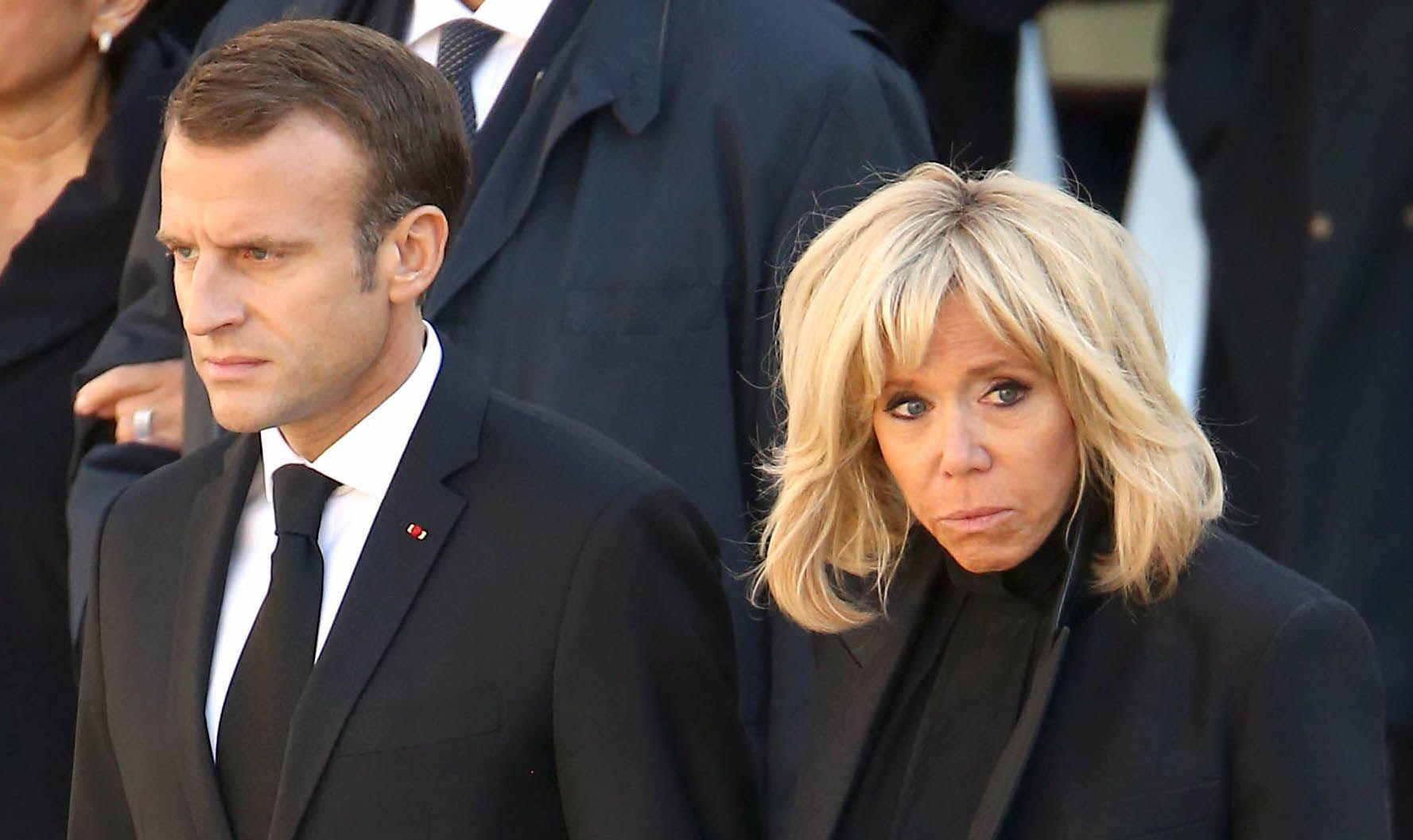 Brigitte et Emmanuel Macron en Une de Paris Match : Le couple présidentiel moqué sur les réseaux sociaux
