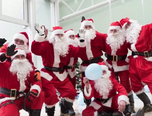 Une école de Pères Noël pour apprendre les gestes barrière et éviter l'annulation de Noël !