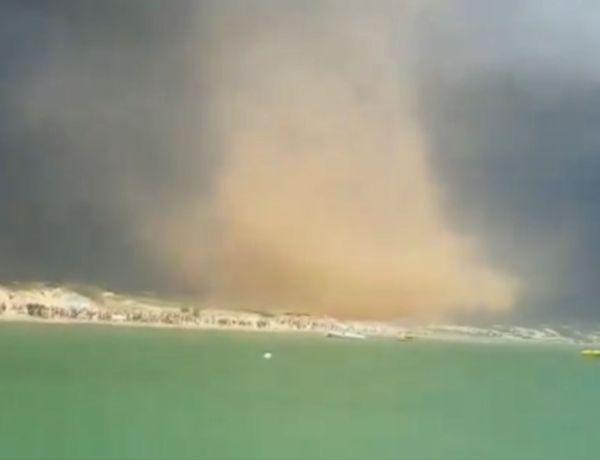 Une tornade surprend les vacanciers sur une plage d'Italie