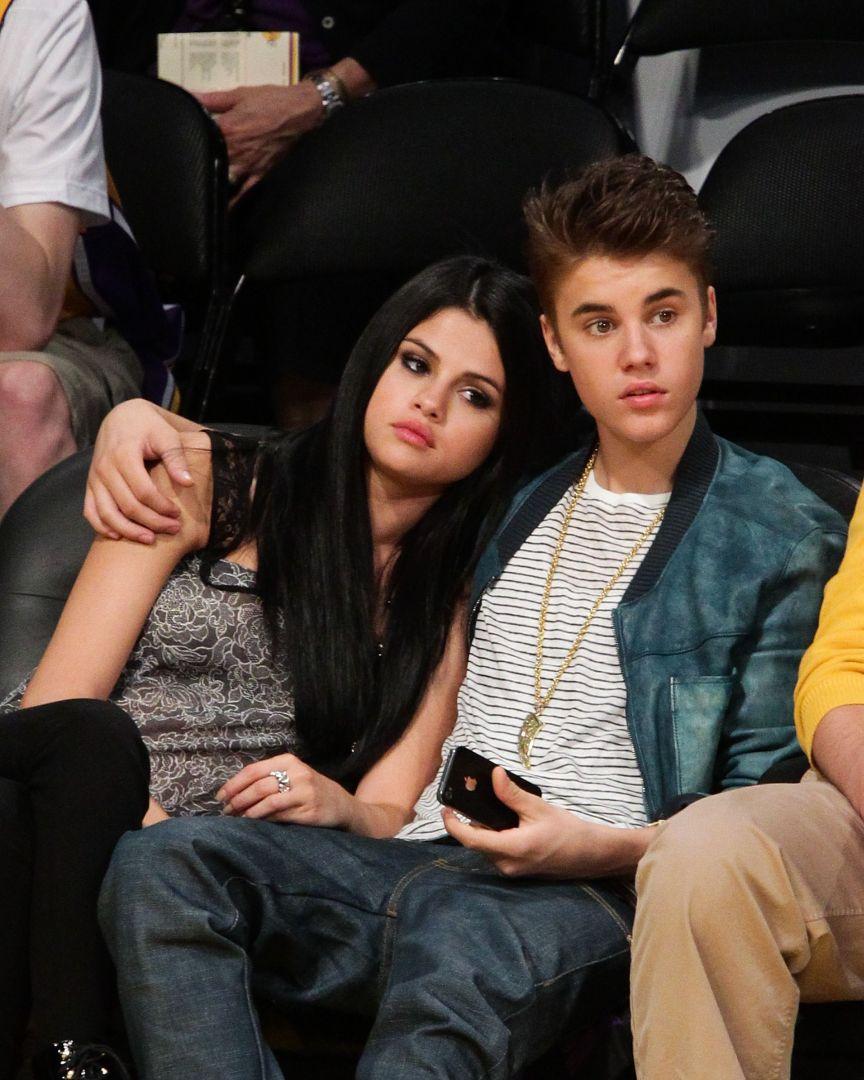 Critiquée par une fan de Selena Gomez, Hailey Bieber reçoit le soutien de son mari Justin Bieber