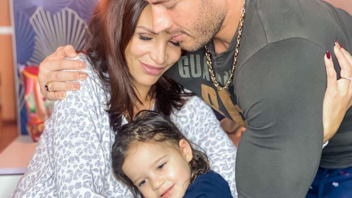 Julia Paredes (Mamans et célèbres) enceinte de son deuxième enfant : Elle dévoile son baby-bump