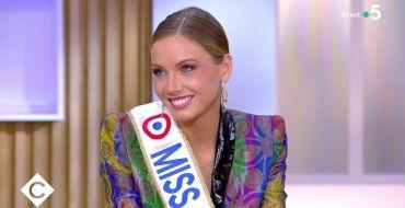 Amandine Petit : Miss France 2021 révèle ce qu'elle a dit à l'oreille de sa dauphine avant son couronnement !