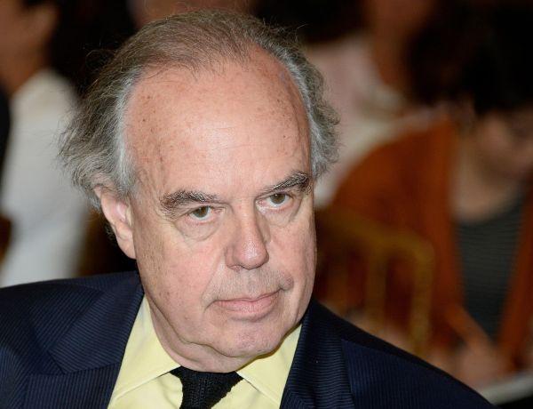 """Frédéric Mitterrand """"admis en urgence"""" à l'hôpital à cause du Covid-19"""