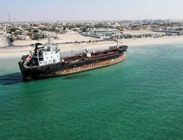 Émirats arabes unis : Cinq marins coincés sur leur bateau depuis … 4 ans !