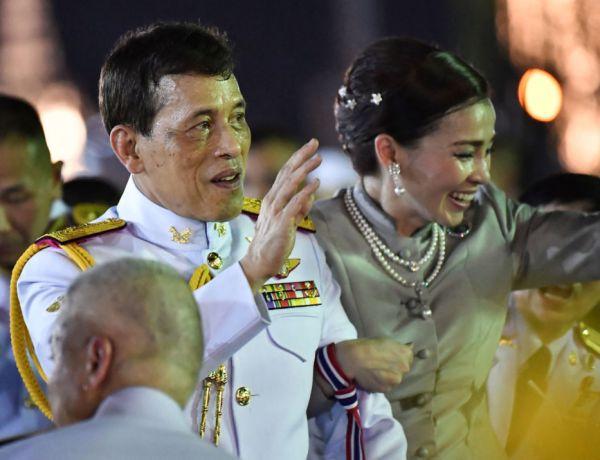 Covid-19 : Le roi de Thaïlande hospitalisé en soins intensifs