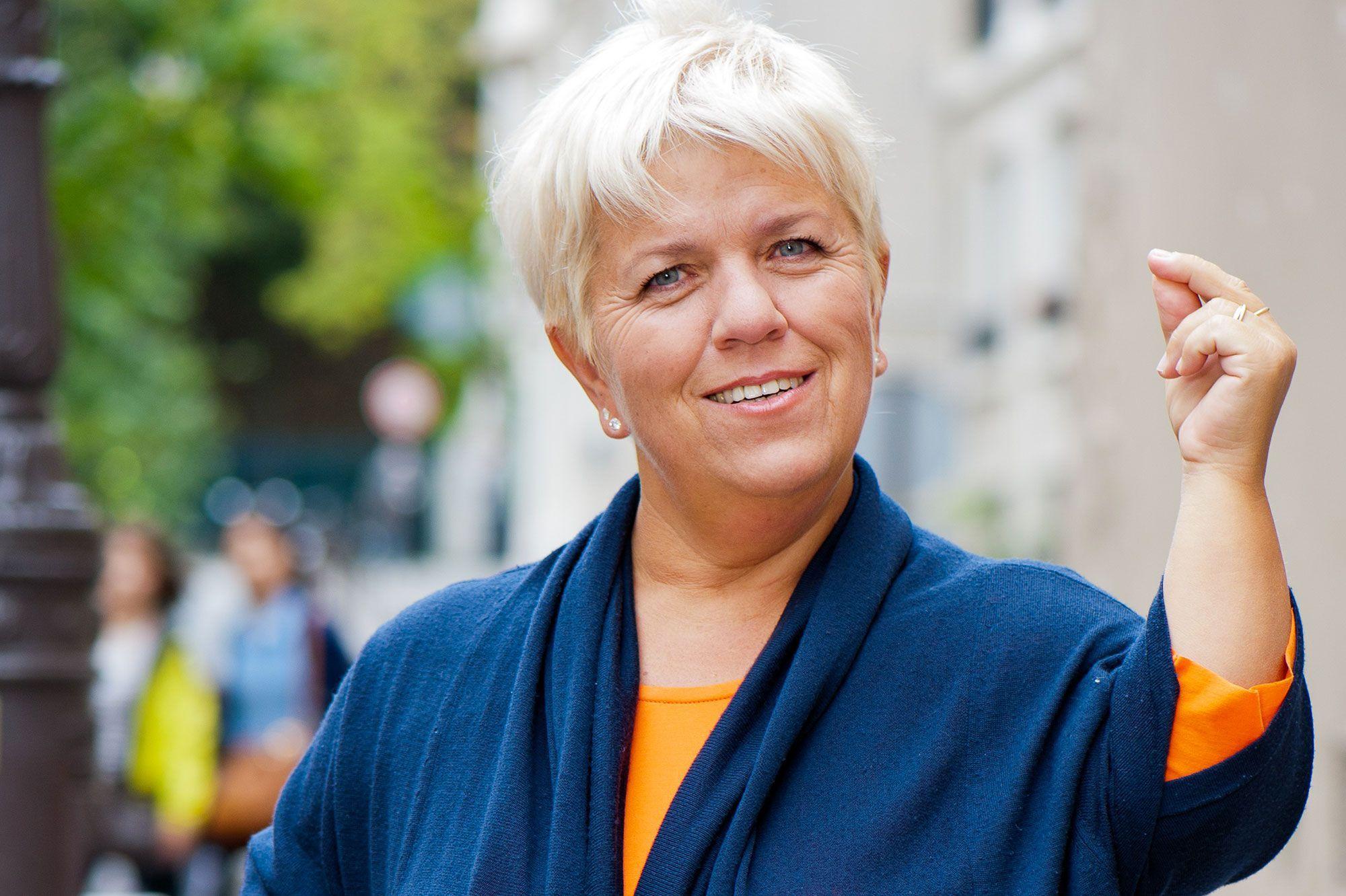 Mimie Mathy critiquée sur ses propos sur les gens de petite taille : Elle répond à la polémique