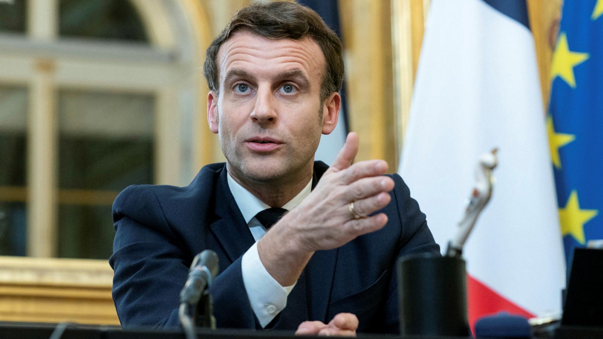 Covid-19 : Emmanuel Macron accusé de ne pas respecter les gestes barrières ! La vidéo polémique