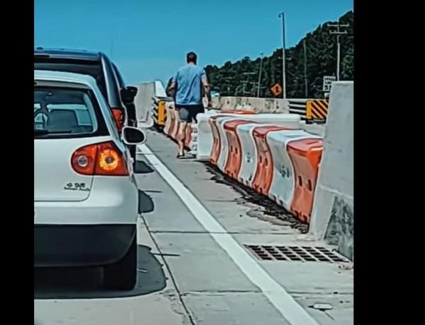 Lassé d'être coincé dans un embouteillage, cet automobiliste prend une décision radicale !