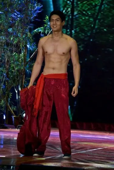 Candidate 8 Randy See, winner of Mr. Chinatown Philippines and Best in Active Wear