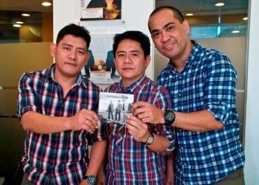 STAR RECORDS LAUNCHES MAASINHON TRIO'S DEBUT ALBUM_Andrew Sanchez, Licinio Lolo and Bonifacio Salubre holding their self-titled album