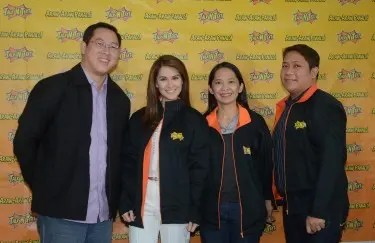Marian Rivera sports TNT jacket; with her are Melvin Nubla, Jane Basas and Rivera's manager, Ramel David