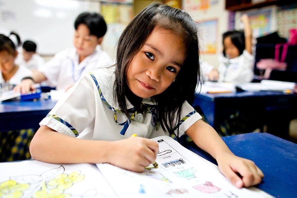 flicka-ritar-filippinerna-crame