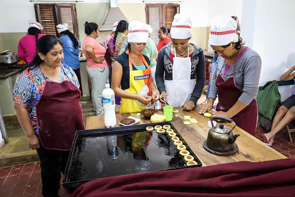 argentina-yrkesskola-kvinnor-bakar