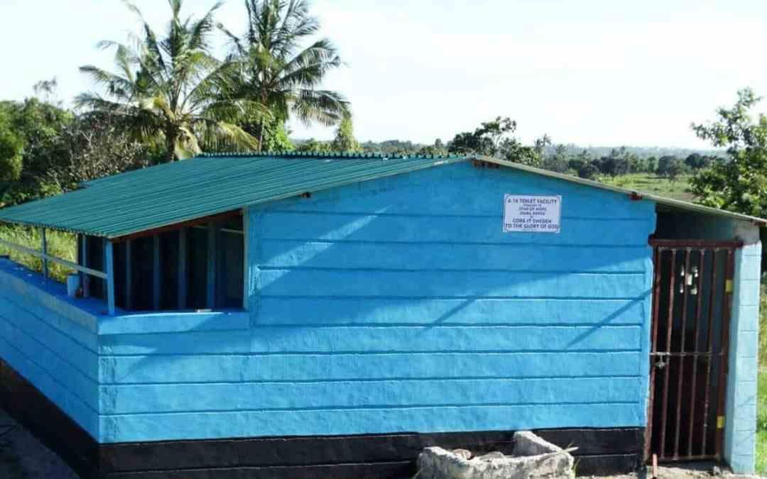 Nya toaletter i Jimba, Kenya
