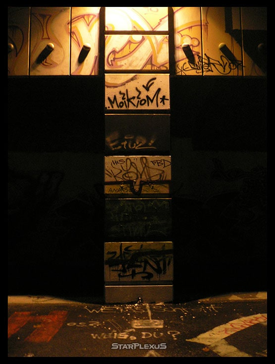 night graffiti vienna