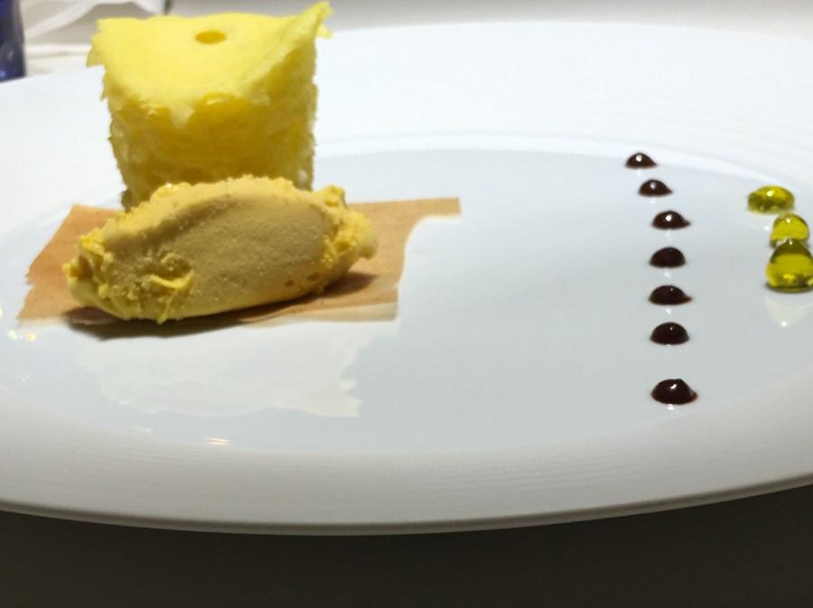 casa-vissani_dessert_spugna-e-zabaione-gocce-di-olio-extravergine-di-oliva-fondente-lastre-di-cannella-e-pere