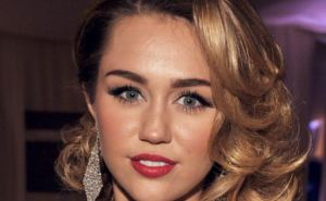 Popular Singer Miley Cyrus Celebrates her 26th Birthday With Liam Hemsworth