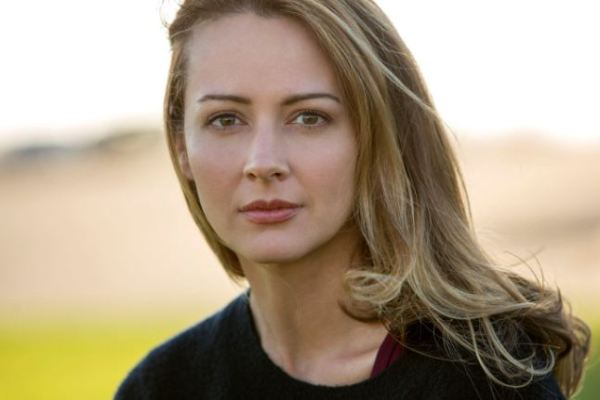 Amy Acker Height