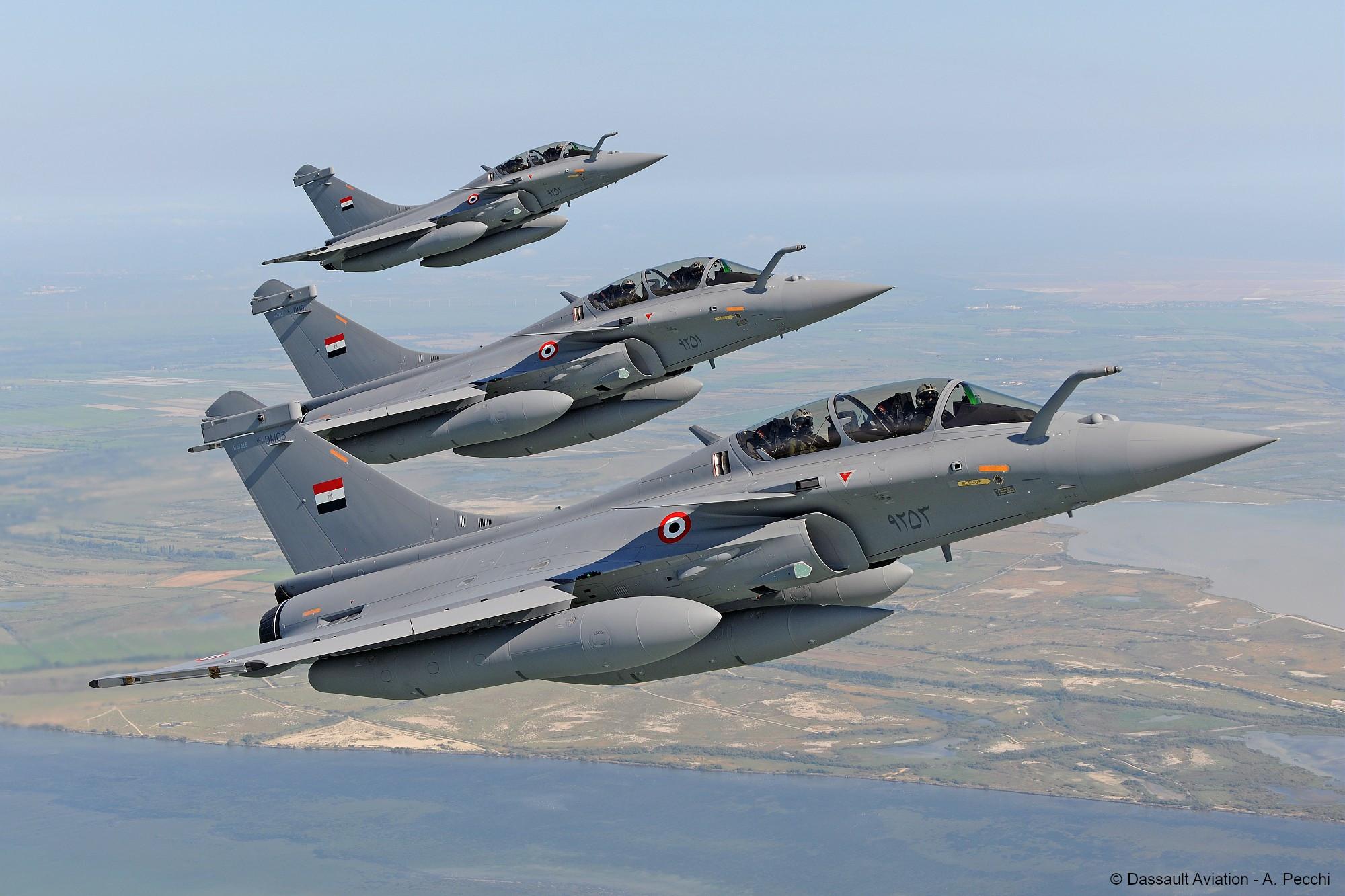 法國達索人為埃及的陣風歡呼(由法國銀行資助)
