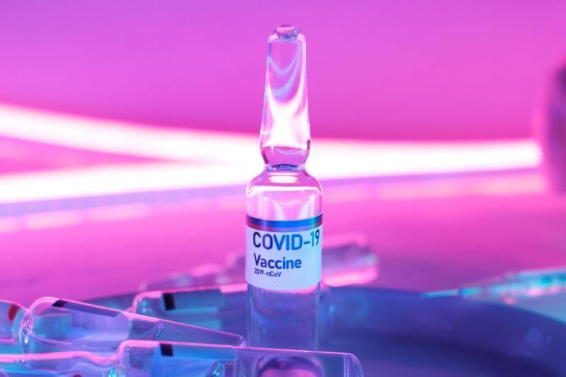 Вакцина против Covid, потому что француженка Валнева убивает себя газом на фондовом рынке
