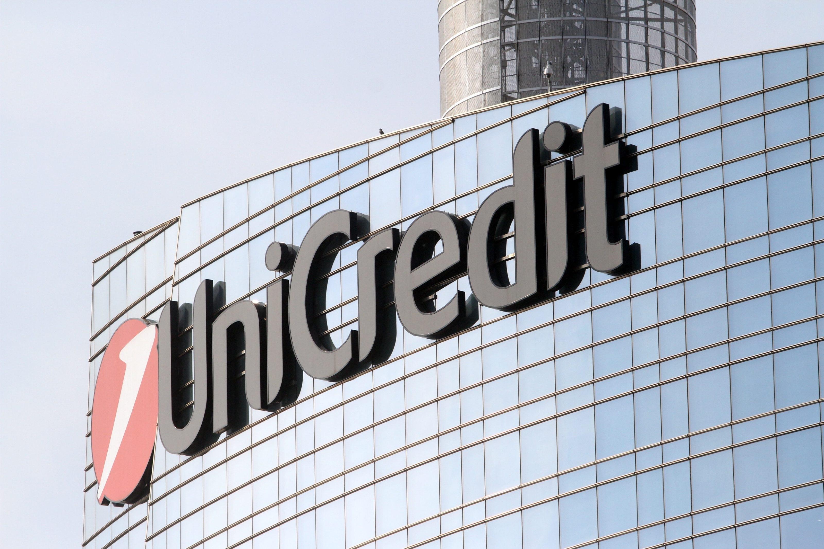 因為Intesa和Unicredit瘋狂地購買了美元債券