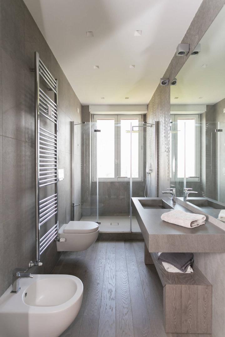 Ristrutturare un bagno stretto e lungo  50 idee e soluzioni per ristutturazione bagni stretti