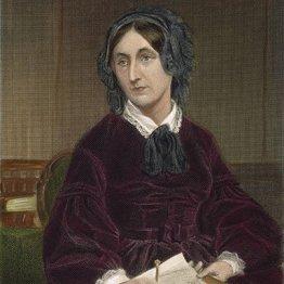 Mary Somerville (1780 – 1872): Contra los deseos de su padre, a sus tempranos 14 años de edad, comenzó a interesarse por el álgebra y las matemáticas. Sus estudios se pospusieron debido a su primer matrimonio, pero continuaron luego de la muerte de su marido. Su segundo esposo la apoyó en sus estudios y ella creó su propio círculo intelectual y produjo numerosos escritos en astronomía, física, química y matemáticas. Junto con Caroline Herschel fue una de las primeras dos mujeres en ser nombradas miembros honorarios de la Royal Astronomical Society.