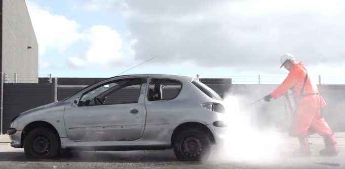 Toto sa stane s autom, ak auto čistíte wapkou s tlakom až 3000 barov!