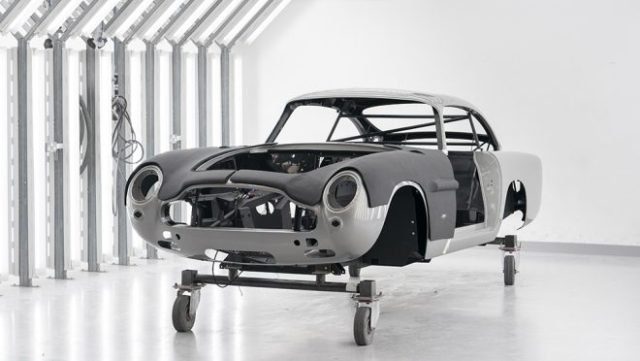 Aston Martin vyrába 25 replík Bondovej DB5 z roku 1964