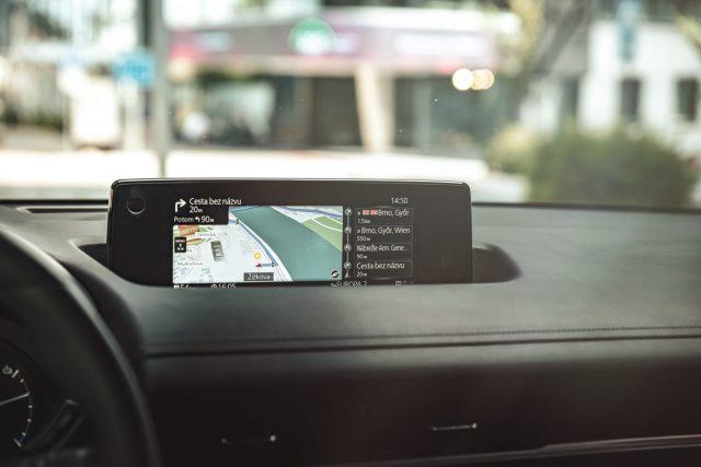 Jaguar Land Rover vyvíja obrazovku s bezkontaktnou technológiou