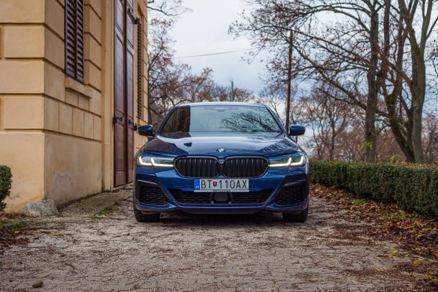 TEST BMW 540d xDrive, tradičný sedan s najkrajším interiérom v segmente?