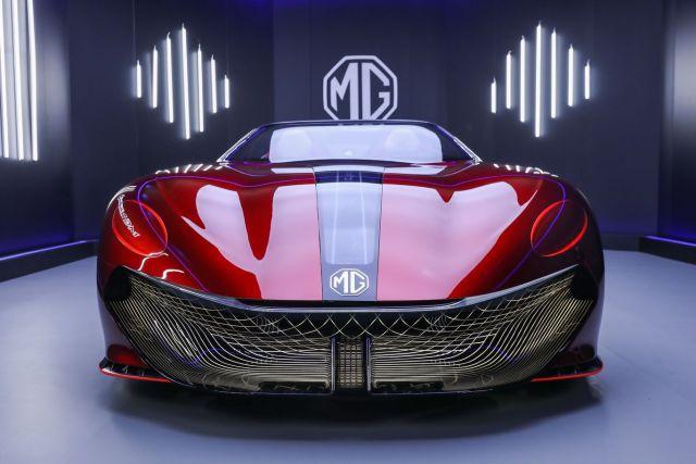 MG Cyberster je retro-sci-fi elektrický Batmobil