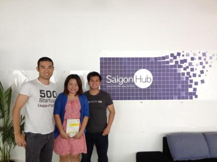 Albert Mai hosted Bowei Gai - World Startup Report in Vietnam. Photo with Ngan Action.vn at Saigon Hub coworking space