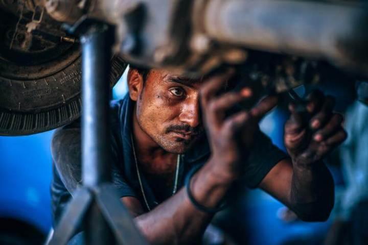 Vehicle repairing shop
